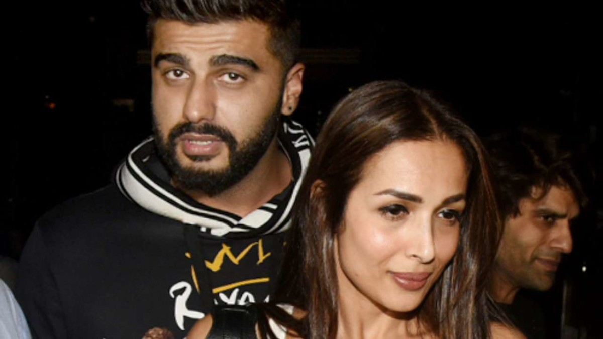 https://www.celebritycentral.pk/wp-content/uploads/2019/05/813179-arjunkapoor-malaikaarora-wedding.jpg