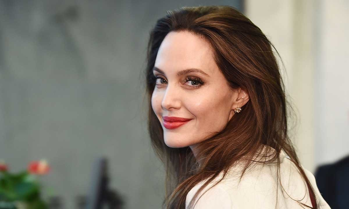 Angelina Jolie has a piece of advice for women all around!